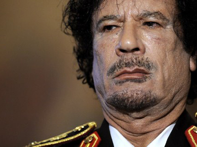 Italy, Rome : Libya's leader Moamer Kadhafi stands during a press conference at Rome's Quirinale presidential palace on June 10, 2009. (AFP Photo / Filippo Monteforte)