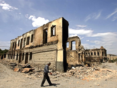 A destroyed building in Tskhinvali (AFP photo / Dmitry Kostyukov)