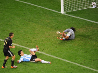 Germany tears Argentine apart