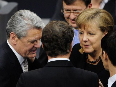 Joachim Gauck (L) talks with Chancellor Angela Merkel (2nd R) after he was elected Germany's new President during the Bundesversammlung federal assembly at the Bundestag (lower house of parliament) on March 18, 2012 in Berlin. (AFP Photo / John Macdougall)