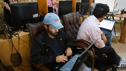 Customers use computers at an internet cafe in Tehran (Reuters / Raheb Homavandi)