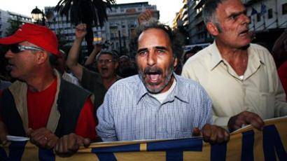 Taxi drivers shout outside the Greek Parliament on September 29, 2011 in the center of Athens during a 48-hour taxi strike (AFP Photo / Angelos Tzortzinis)