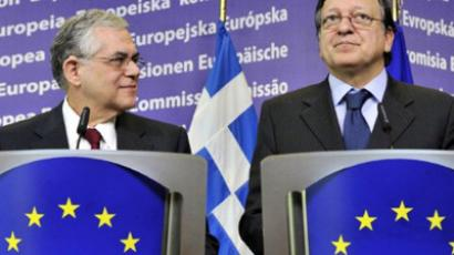 European Commission President Jose Manuel Barroso (R) and Greek Prime Minister Lucas Papademos (L) (AFP Photo / GEORGES GOBET)