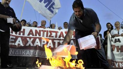 Greece, Athens : Socialist and communist affiliated protesters burn their emergency tax notes during a rally in front of the finance ministry in Athens on September 28, 2011. (AFP Photo / Louisa Gouliamaki)