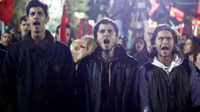 Greek Communists chant slogans at the Athens' Syntagma square in front of the Greek Parliament during a rally in Athens on November 4, 2011 (AFP Photo / STR)