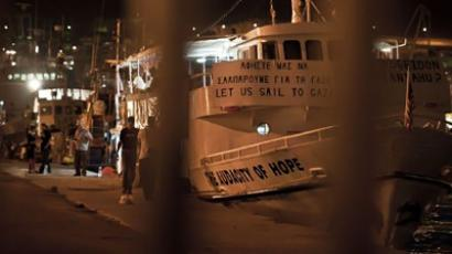 People walk past the US vessel The Audacity of Hope in the port of Athens (AFP Photo / Jean-Philippe Ksiazek)