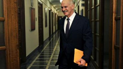 Greek Prime Minister George Papandreou arrives for a cabinet meeting at the greek parliament in Athens on November 1, 2011 (AFP Photo / LOUISA GOULIAMAKI)