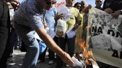 A Greek pensioner burns his emergency tax bill outside the Ministry of Finance in the center of Athens on September 28, 2011 (AFP Photo / Louisa Gouliamaki)