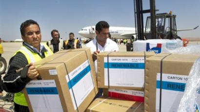 Airport workers unload 10 tonnes of medical supplies, Libya (AFP Photo / Odd Andersen)