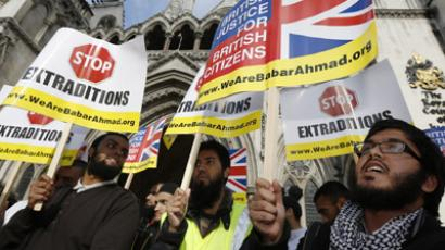 Demonstrators protest against the extradition of Babar Ahmad to the U.S. on terrorism charges, outside the High Court in London October 5, 2012.  (Reuters/Carl De Souza)