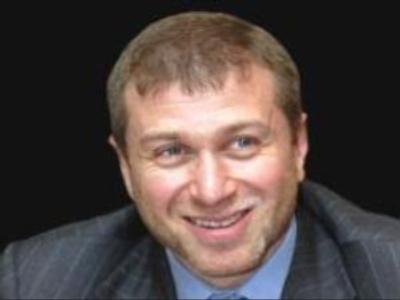 Head of Russian Chukotka region stays in office