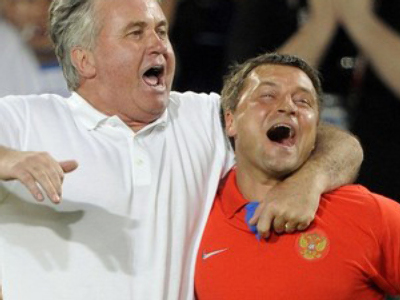 Guus Hiddink and Igor Korneev (R) at Euro 2008