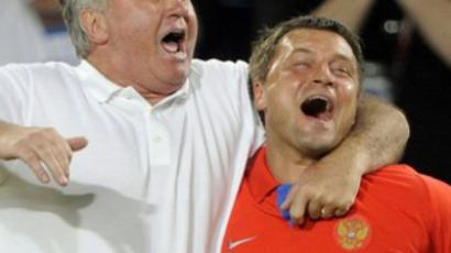 Guus Hiddink and Igor Korneev (R) at Euro 2008
