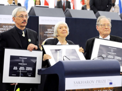 Freedom of thought: Russian human rights watch gets Sakharov Prize