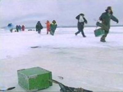 Hundreds rescued from ice floes off Russian Far East