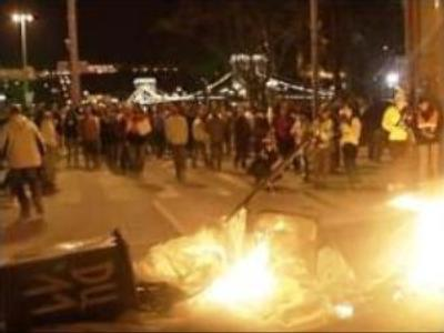 Hungarian protesters clash with police