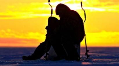 Nearly 700 fishermen rescued from ice trap (VIDEO)