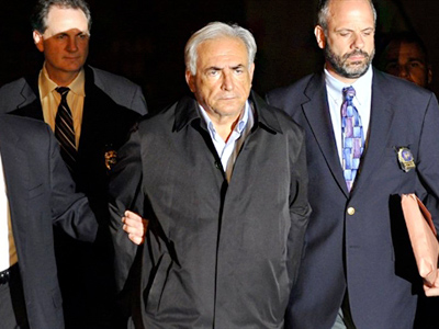 IMF head Dominique Strauss-Kahn (C) is taken out of a police station in New York on May 15, 2011 (AFP Photo / Jewel Samad)