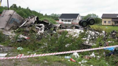 A Tu-134 passenger plane crashes on a highway near the Karelian village of Besovets (RIA Novosti / Press Service of Russian Emergencies Ministry)