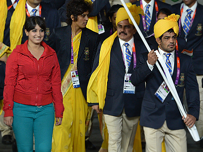 India's flagbearer Sushil Kumar leads his delegation during the opening ceremony of the London 2012 Olympic Games on July 27, 2012 at the Olympic Stadium in London (AFP Photo / Gabriel Bouys)