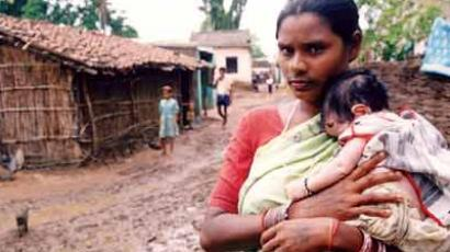 According to World Bank estimate, 41.6% of the total Indian population falls below the international poverty line. (Image from anonlineindia.com)
