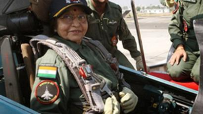 India, Pune: In this handout photo released by the President Palace, Indian President Pratibha Patil is strapped into the cockpit of an Indian Air Force Sukhoi SU-30 MKI fighter jet at the Lohegaon airbase in Pune on November 25, 2009. (AFP Photo / Ho / Presidental Palace)