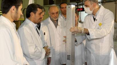The Islamic republic's President Mahmoud Ahmadinejad (2nd L) and Foreign Minister Ali AKbar Salehi (C) listening to an expert during a tour of Tehran's research reactor centre on February 15, 2012.(AFP Photo / Iranian Presidency)