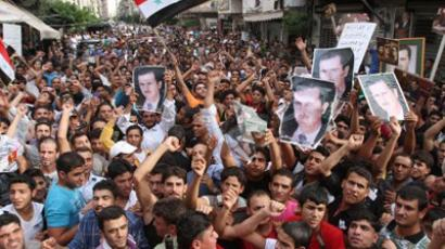 Syrian regime supporters carry pictures of President Bashar al-Assad during a protest in the Nabaa neighborhood of Beirut (AFP Photo / Anwar Amro)