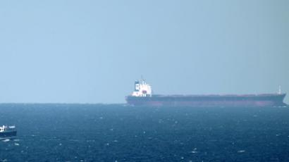 An oil tanker cruises towards the Strait of Hormuz off the shores of Khasab in Oman (AFP Photo / Marwan Naamani)