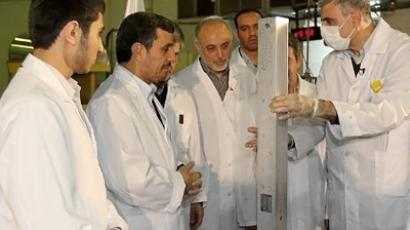 President Mahmoud Ahmadinejad (2nd L) and Foreign Minister Ali AKbar Salehi (C) listening to an expert during a tour of Tehran's research reactor centre on February 15, 2012. (AFP Photo/HO)