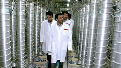 Iranian President Mahmoud Ahmadinejad visiting the Natanz uranium enrichment facilities some 300 kms south of the capital Tehran (AFP Photo)