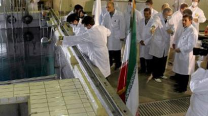 Mahmoud Ahmadinejad's listening to an expert during a tour of Tehran's research reactor centre on February 15, 2012 (AFP Photo / Iranian Presidency)