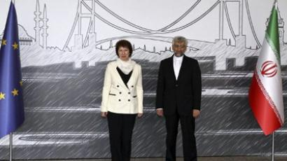 Iran's top national security official Saeed Jalili (R) poses with European Union's Foreign Policy chief Catherine Ashton on April 14, 2012 (AFP Photo / Pool / Tolga Adanali)