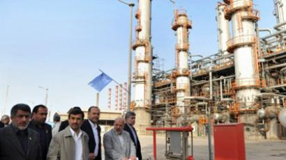 Iranian President Mahmoud Ahmadinejad (C) tours the Abadan oil refinery during the inauguration of a petrol making unit in the southwestern city of Abadan on May 24, 2011 (AFP Photo / ISNA / Amir Pourmand)