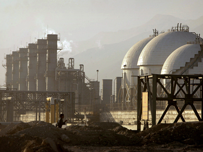 A view of a petrochemical complex in Assaluyeh on Iran's Persian Gulf coast (Reuters / /Morteza Nikoubazl)