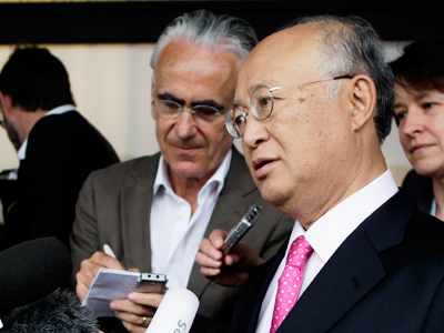 International Atomic Energy Agency (IAEA) Director General Yukiya Amano briefs the media after his trip to Tehran upon his arrival at the international airport in Vienna May 22, 2012 (Reuters/Leonhard Foeger)