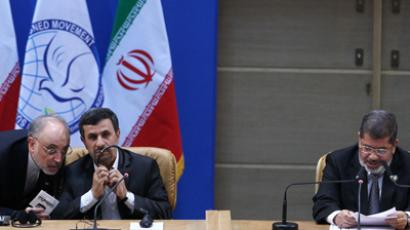 Mohammed Morsi (R) delivers his speech as Mahmoud Ahmadinejad (C) speaks to Ali Akbar Salehi (L) on his right at the Non-Alligned Movement (NAM) summit in Tehran on August 30, 2012 (AFP Photo / Mehr News / Raouf Mohseni)