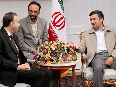 Iranian President Mahmoud Ahmadinejad (R) meeting with Syrian parliament speaker Jihad Lahham (L) in Tehran on July 4, 2012 (AFP Photo / Iranian Presidency / HO)