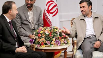 Iranian President Mahmoud Ahmadinejad (R) meeting with Syrian parliament speaker Jihad Lahham (L) in Tehran on July 4, 2012 (AFP Photo / Iranian Presidency / HO)