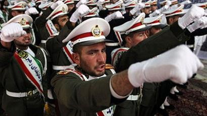 Tehran : Iranian soldiers chant anti-Israeli and anti-US slogans on the first day of celebrations marking the 33th anniversary of Ayatollah Ruhollah Khomeini's return from exile at Khomeini's mausoleum in Tehran on February 1, 2012. (AFP Photo/Atta Kenare)