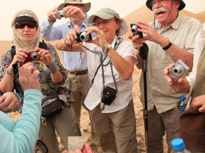 Tourists take pictures of a piece of pottery at the desert in Tello (ancient Girsu), Iraq (AFP Photo / Mehdi Lebouachera)