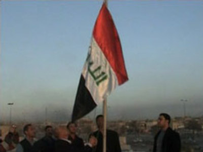 Iraqi government flying a new flag
