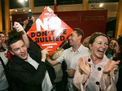 Supporters of the 'No Vote' celebrate after the Lisbon Treaty was rejected (Photo by Paul McErlane, AFP).