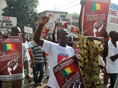 Several thousand people march on October 11, 2012 in Mali to call for armed intervention by a west African force to help wrest back the vast north from armed Islamist groups. (AFP Photo / Habibou Kouyate)
