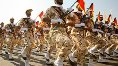 Members of the Iranian revolutionary guard march during a parade to commemorate the anniversary of the Iran-Iraq war (1980-88), in Tehran September 22, 2011 (Reuters/Stringer)