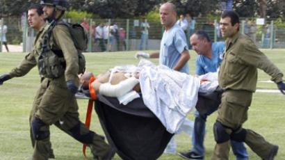 An injured Israeli soldier is carried into Beersheva's Soroka on August 18, 2011 (AFP Photo / Ilan Assayag)