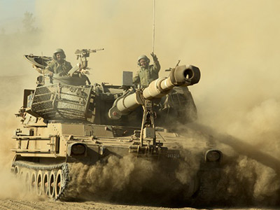 An Israeli mobile artillery drives through sandy terrain during a military exercise in the Israeli-occupied Golan Heights, north of Israel on September 19, 2012. (AFP Photo/Jack Guez)