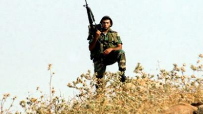 A Lebanese soldier stands watch along the southern Lebanon-Israel border on August 1, 2011 (AFP Photo / Ali Dia)