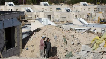 Palestinians labourers work at a housing construction site in the West Bank Jewish settlement of Alon, east of Jerusalem on December 3, 2012. (AFP Photo/Menahem Kahana)