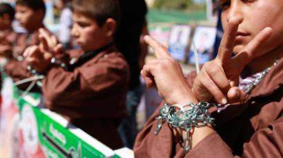 Palestinian children take part in a rally in front of the Red Cross headquarters in Gaza City marking Palestinian Prisoners Day April 17, 2012 (Reuters / Suhaib Salem)